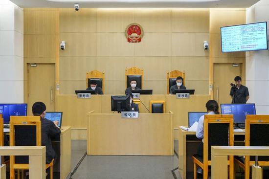 庭审现场本文图均为上海一中院供图