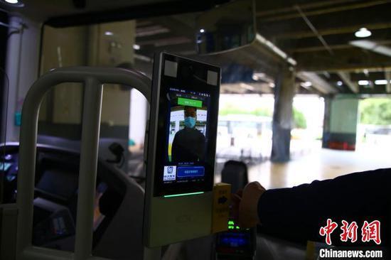进博会接驳车安装防疫新装备 紫外线消毒灯全方位完成消杀
