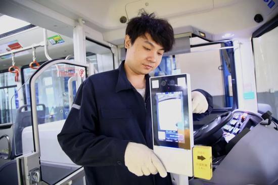 防疫版进博接驳车将投运:具备人脸识别体温测量等功能