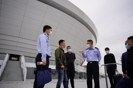 英雄联盟总决赛门票被炒至3万 上海警方将严打黄牛倒票