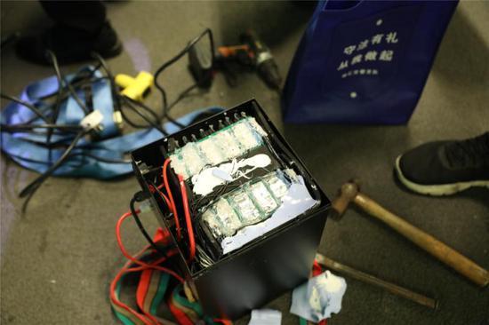 改装电瓶车的电池均为自行拼装