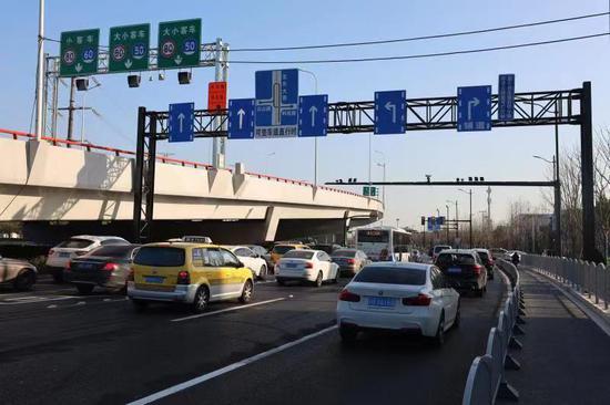 龙东高架通车带来通行冲击 交警部门特制方案缓解拥堵