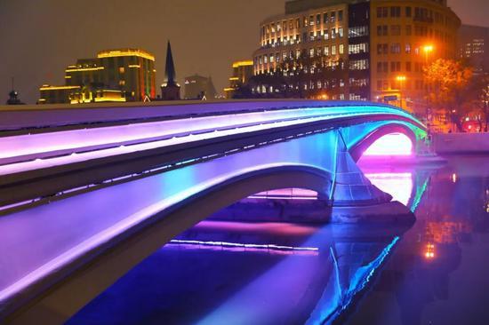乍浦路桥试灯,最终颜色将以素雅、安静为基调