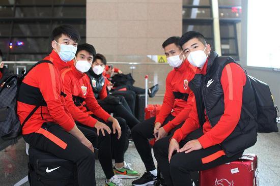 终于等到你 上港申花同机返回预计14日深夜抵达上海