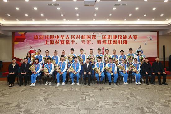 上海代表团合影 本文图片均为市人社局提供