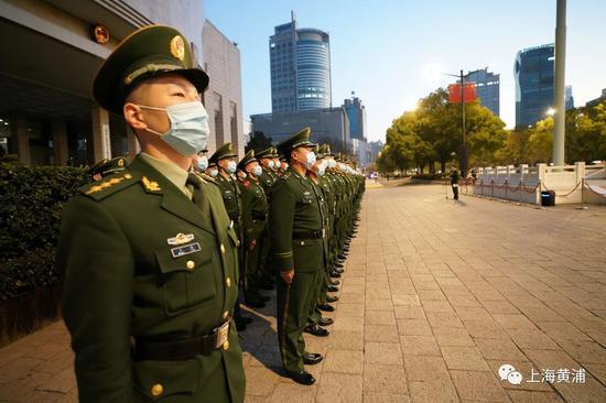 上海人民广场的新年首场升旗仪式现场 上海黄浦区 供图