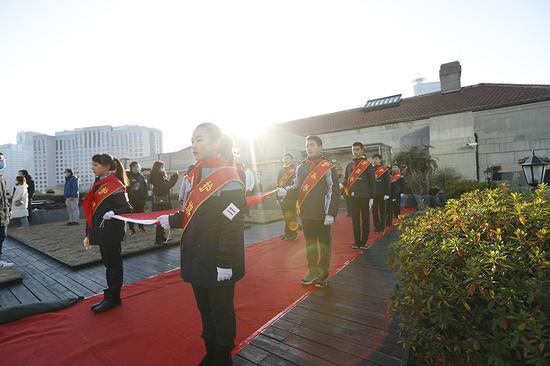 黄浦区青少年在上海市历史博物馆升国旗。 共青团黄浦区委员会 供图