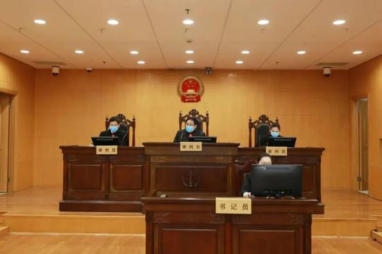 1月4日,澎湃新闻(www.thepaper.cn)记者从上海市高级人民法院获悉,这也是上海首例适用《民法典》审结的案件。