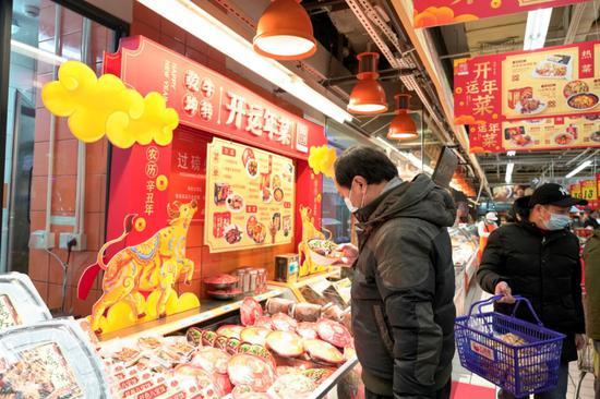 上海商家推地区特色经典年菜受欢迎 就地过年不失年味