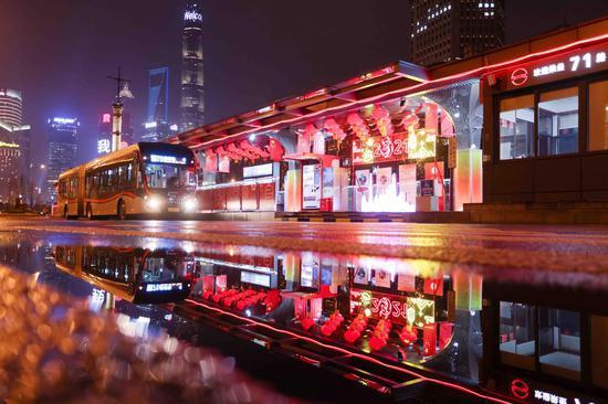 上海71路外滩终点站今晚起迎新亮灯 现场图+视频一览