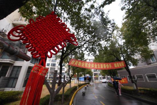 记者实拍:当春节遇上封闭管理 新高苑居民这样过除夕
