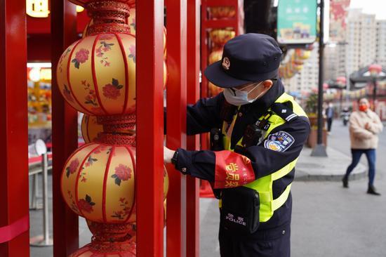 黄浦警方连日来实施各项举措确保豫园安全。本文图片 黄浦警方