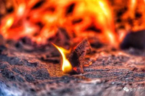 灶膛是要烧柴火的