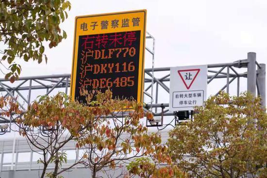 即日起 上海试点推行大型车辆右转必停