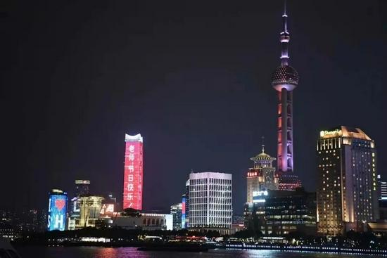 上海地标建筑为老师们点亮 这些祝福您看到了吗