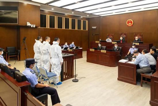 上海一中院一审公开审理王戎、韩越及薛亮集资诈骗案