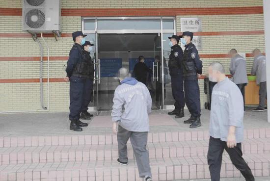 现场警戒 本文图片均为上海市新收犯监狱供图