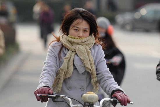 周日一波冷空气将闪送申城入冬 气温全面降至10℃以下