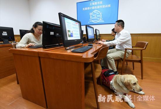 图说:上海图书馆的无障碍阅览室(资料图)。新民晚报记者 孙中钦 摄