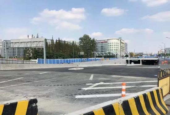 北翟路地道完成沥青摊铺周五将通车 全长约2303.8米