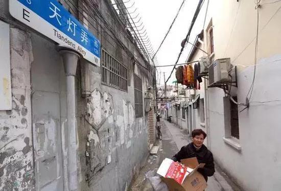 上海一女子霸占他人婚房50年 还报警要抓执行法官