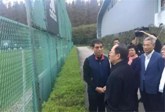 图说:苟仲文考察上海足球崇明根宝足球训练基地 网络图