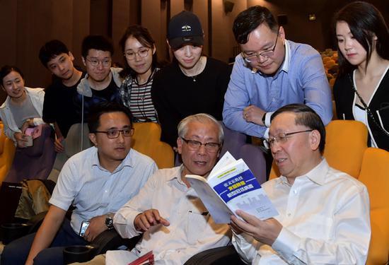 上海举行最美科普志愿者颁奖仪式 张文宏等榜上有名