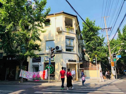 襄阳南路新乐路,PARAS COFFEE的限定店(Pop-up Store)开设在路口