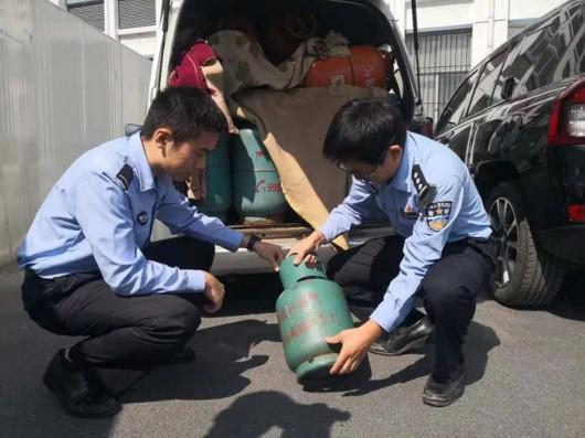 沪连夜查获交通违法2400起:面包车装39个液化钢瓶出城