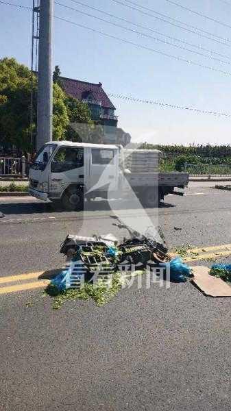 上海一大货车与电动自行车相撞 致骑车男子当场死亡
