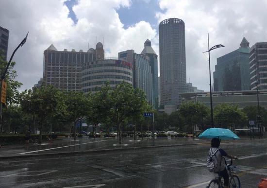 昨天上海,有晴天也有暴雨
