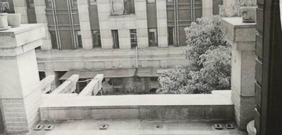 别墅阳台栏杆掉落租客摔伤 判决房东承担部分赔偿责任
