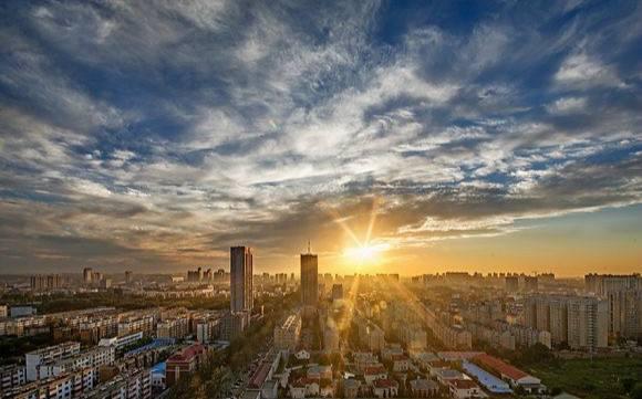上海等地新建商品住宅价格微涨 二手房持续降价