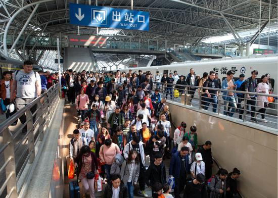 长三角铁路今明迎返程客流高峰 7日预计发送296万人次