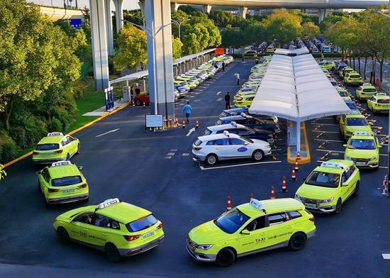 虹桥机场T2出租车充电站升级 42辆新能源出租车同时充电