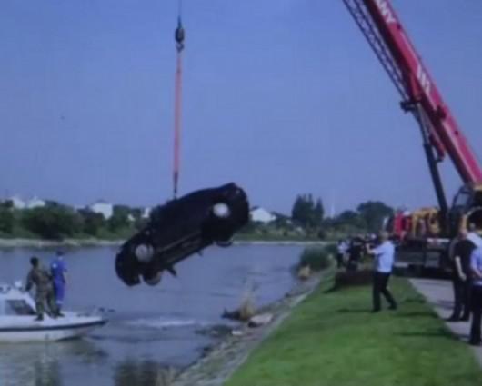 浦东一河道内发现黑色轿车 驾驶员不幸身亡