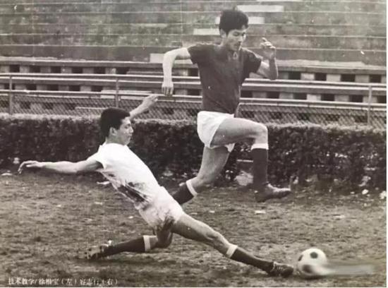 图说:徐根宝是左后卫出身,铲球技术特别好,他培养的吴承瑛、孙祥、王燊超三代左后卫选手,分别入选各自时期的国家队。