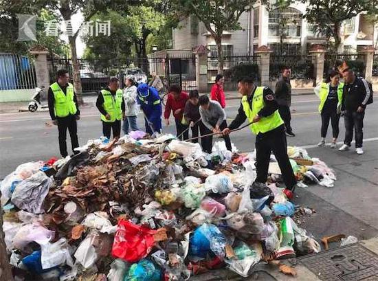 上海一女子把钻戒当垃圾扔掉 环