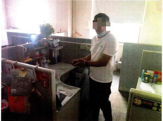 办公室无人 外卖小哥送餐途中盗走三台笔记本电脑