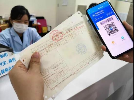 """图说:""""随申码""""改版升级:看病就医""""码""""上便利上海市大数据中心供图(下同)"""