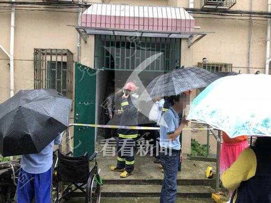 上海一54岁男子丧生火海 疑因酒后抽烟引发火灾