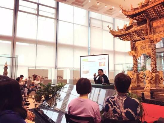 土山湾博物馆馆长冯志浩讲述镇馆之宝的故事