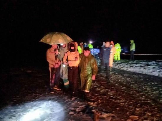 25名上海驴友登山被困 救援队11小时连夜搜寻成功营救
