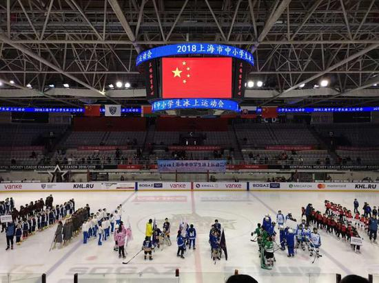 沪举办中小学生冰上运动会 2022年建青少年冰雪运动馆
