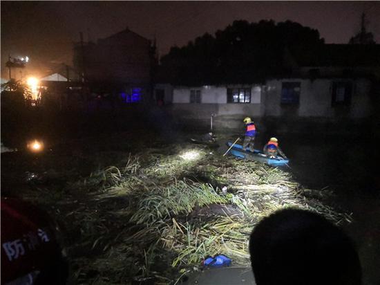冬至夜9岁男孩漂在河上近2小时 民警消防合力救助