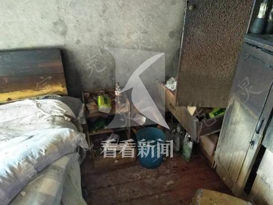 闵行小区出租房起火 消防员紧急关头抢出多个液化气罐