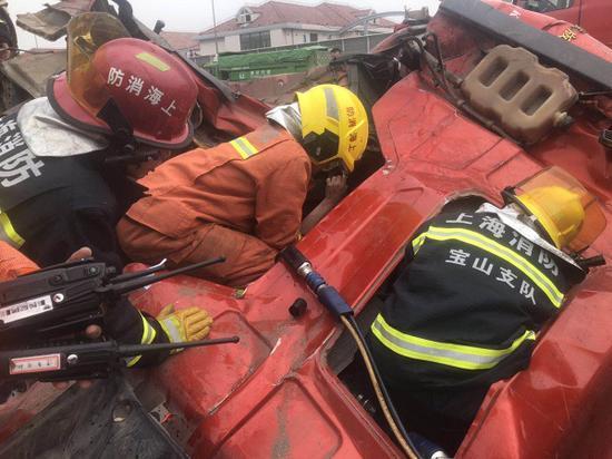 同济路高架交通事故细节曝光 出租车司机货车车主被拘