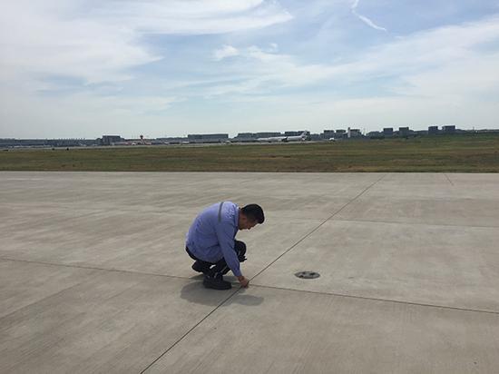 巡检机场跑道