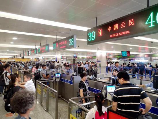 大量延误航班集中出入境