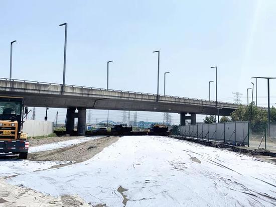 百安公路中段水稳铺设